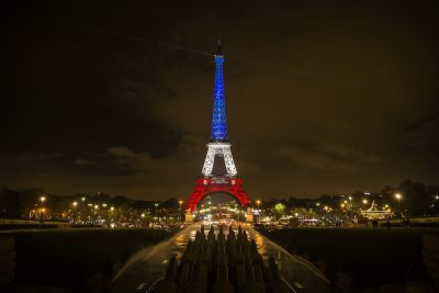 ct-photos-eiffel-tower-in-the-french-flag-s-colors-20151116