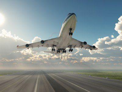13224161-avion-despegando
